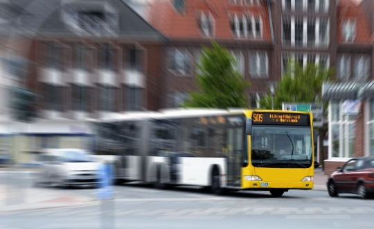 More and more buses run on natural gas